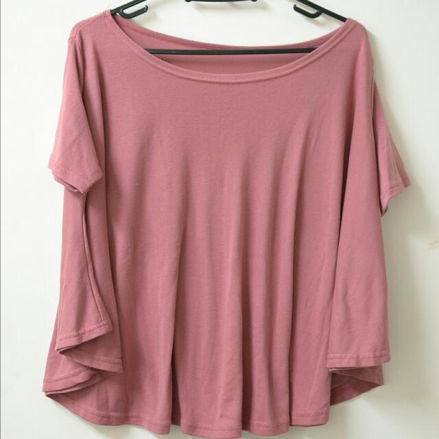 藕粉色上衣