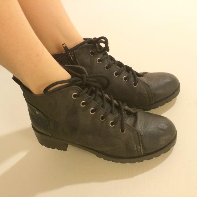 東區黑色踝靴 低跟 22.5