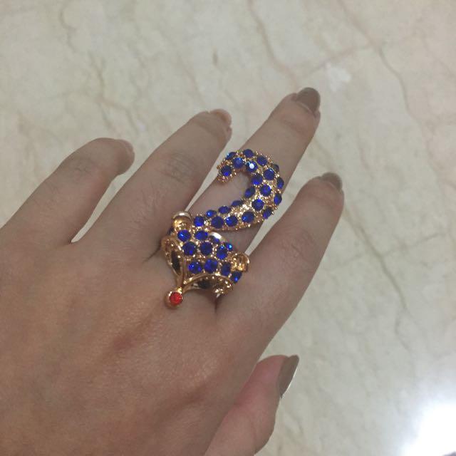 cincin rubah biru