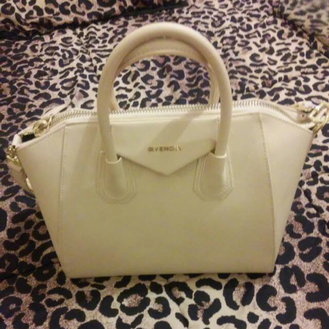 Givenchy. Beige Hand Bag
