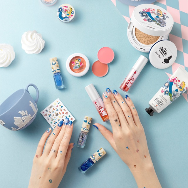 [Korea]beyond x Alice in Glow Gradation Kit(3nails polish +contains stickers)  - free shipping