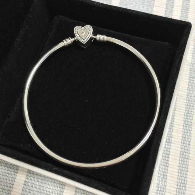 潘朵拉Pandora愛心硬環手環19cm