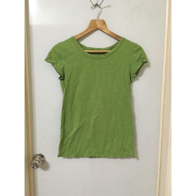 草綠色短袖t恤