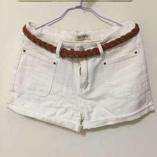 白褲卷邊褲+皮帶