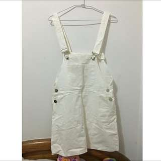 純白吊帶裙