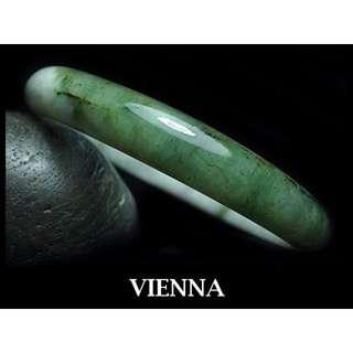 《A貨翡翠》【VIENNA】《手圍20.2/12mm版寬》緬甸玉\冰種古典蜜白葉綠\玉鐲\手鐲O*047