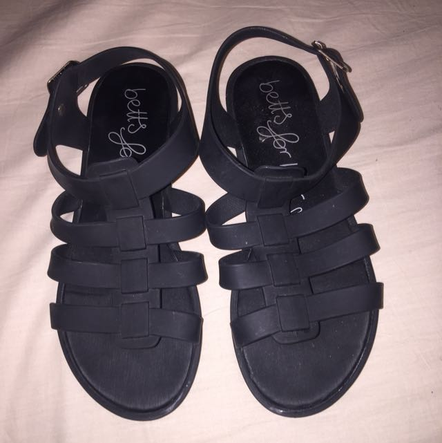 BETTS ROMAN LOOK SANDALS