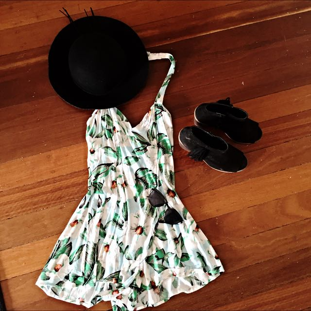 UNIVERSAL STORE FLORAL PLAYSUIT
