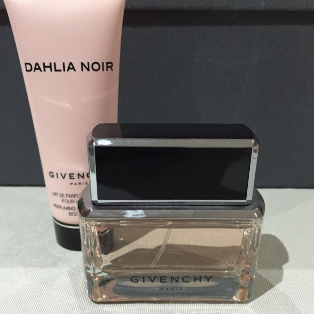 Item Pending Givenchy Dahlia Noir Parfum 50 Ml