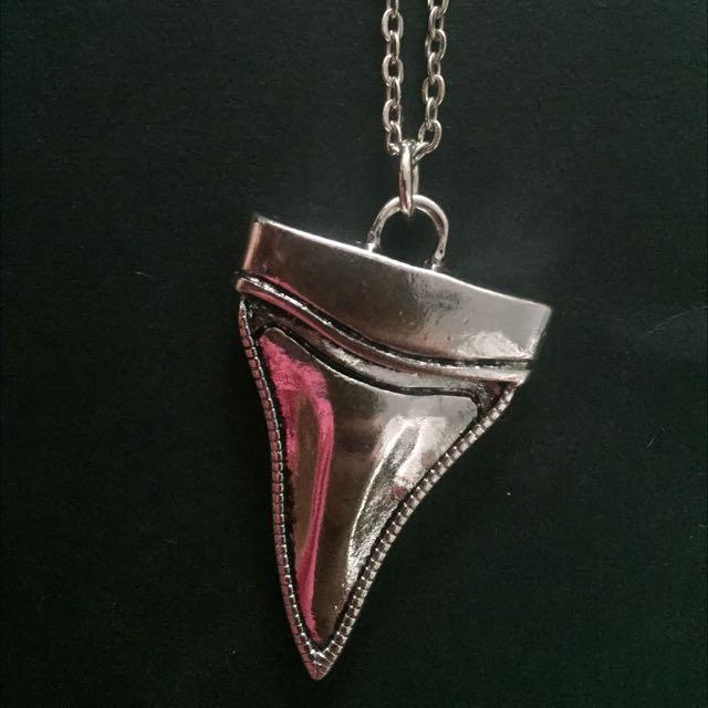 SPORTSGIRL Shark Tooth Necklace