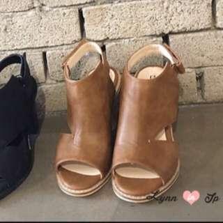 轉賣 正韓側三角鏤空挖洞魚口粗跟涼鞋