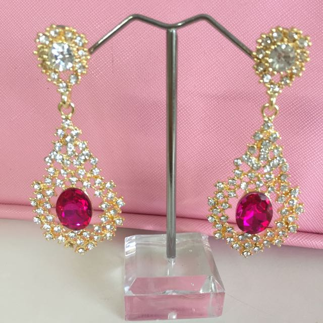 Beautiful Pink Rhinestone Earring