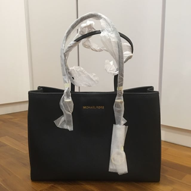 c7884d2a22d2 BN Michael Kors Ladies Handbag