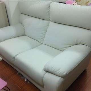 宜得利 白色雙人皮沙發 自取 8成新