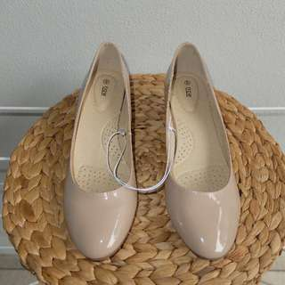 Brand New Beige/Nude Patent Ballet Flat Shoes Slight Wedge Size 9