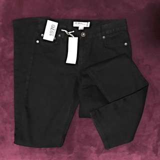 *Size 8* Woman's High Rise Skinny Jean.  Black