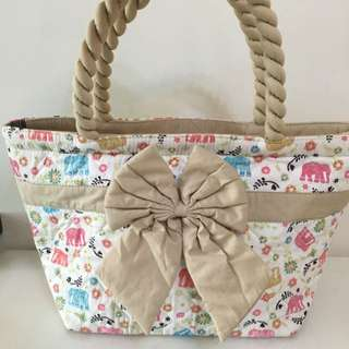 購自 泰國 NaRaYa 白色底 彩色 象仔 圖案 蝴蝶結 側揹袋 手袋 書包 奶粉袋 斜揹袋
