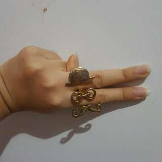 MUSTACHE TWO FINGER RING