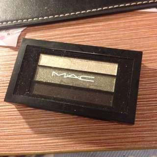 全新MAC三色眼影盤(金、金屬綠、黑)🎀