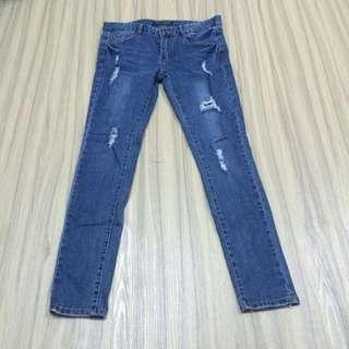 蕾絲刷破藍色牛仔褲