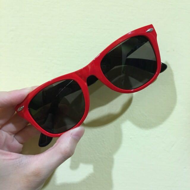 紅色太陽眼鏡