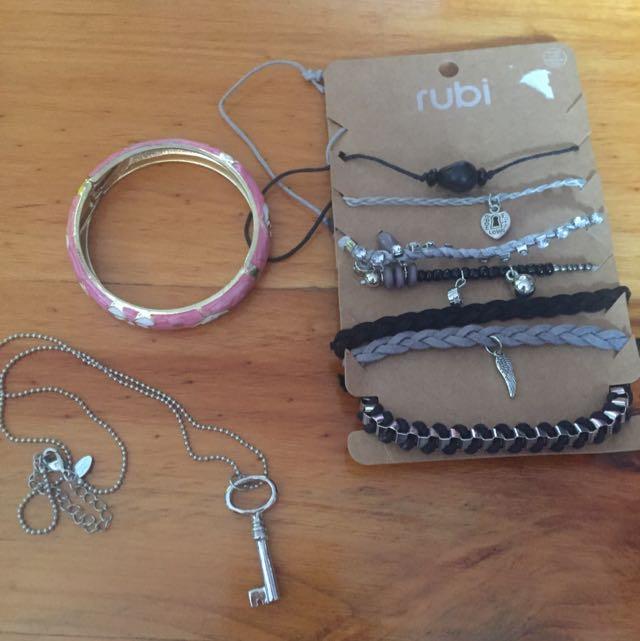 Assorted Jewellery Pieces!