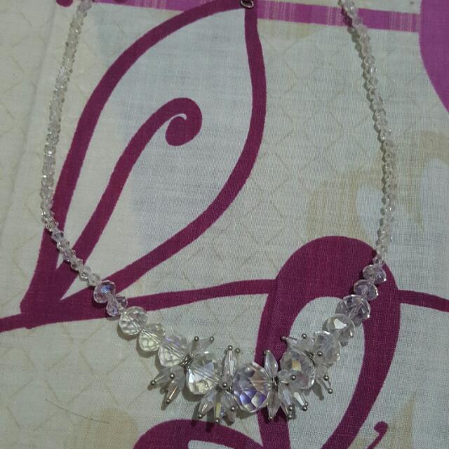 CLEAR NECKLACE