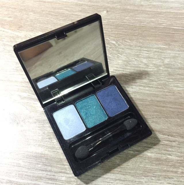 Make Over Trivia Eye Shadow in Skycrapping Blue