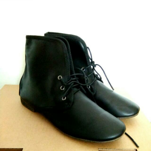 [NEW INCLUDING POSTAGE] PU Leather Black Boots