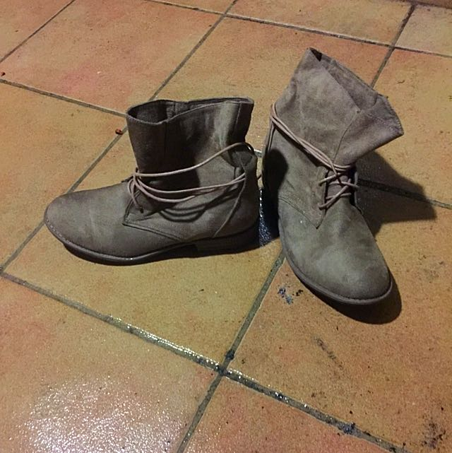 Size 39 Brown Comfy Flat Boots