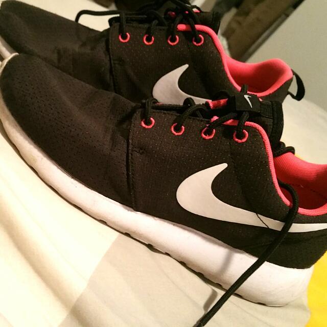 Women's Nike Rosche Run Size 8