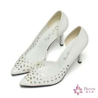 達芙妮DAPHNE 微光春日顯瘦感側挖空鏡面縷空高跟鞋-典雅白  9.9成新