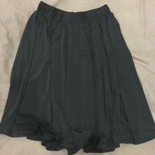 Black Flare Plain Skirt / Rok Flare Hitam Polos