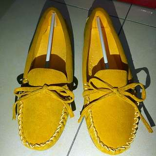 豆豆鞋 黃色