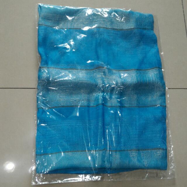 國外帶回的藍色絲巾(拍照色差)