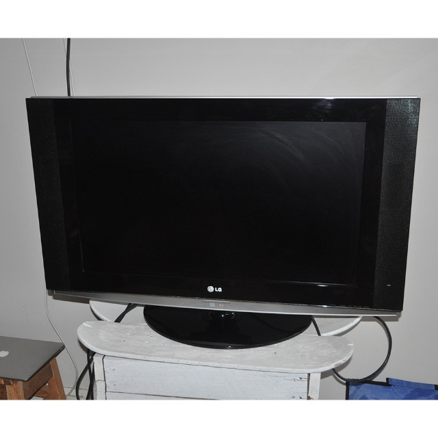 """LG 32LX2D 32"""" LCD TV - perfect conditions!!!"""
