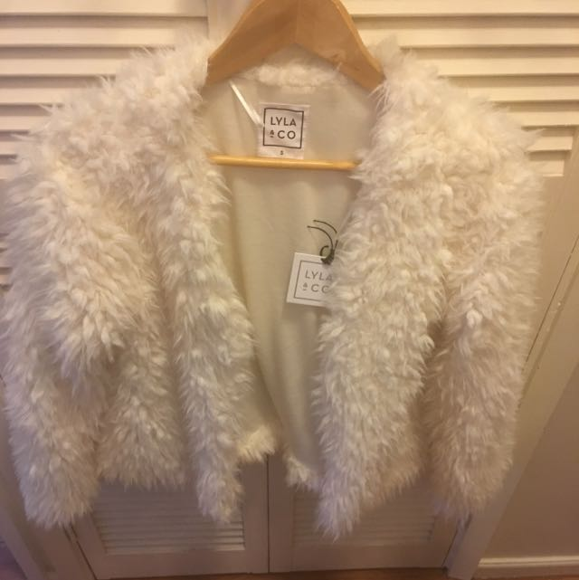 LYLA & CO Fluffy Jacket