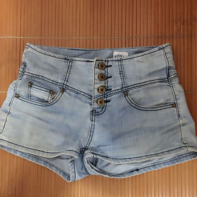 淺色牛仔短褲(尺寸m)