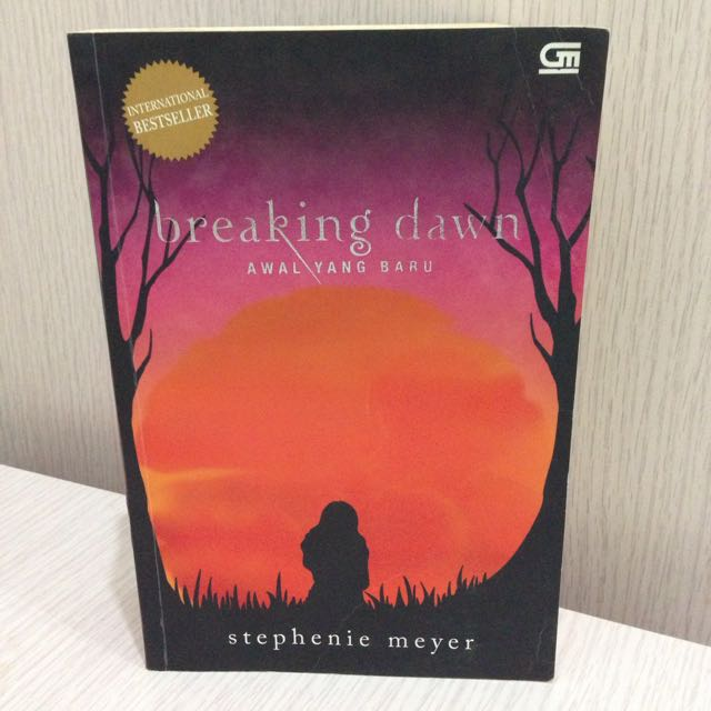 Twilight Series: Breaking Dawn Novel