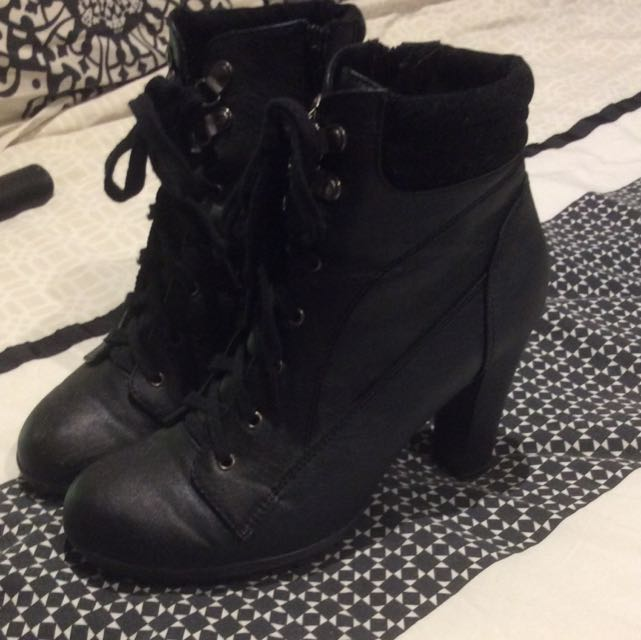 Valleygirl Boots Sz 8 Black