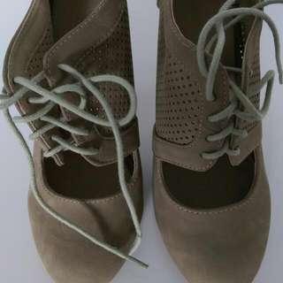 Tan Shoes. Size 6