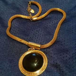 Equip Necklace in Black stone pendant