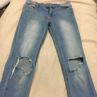 Size 6 Skinny Jeans W/ Ripped Knee.