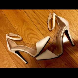 WOMENS WHITE ANKLE STRAP HEELS/PUMPS