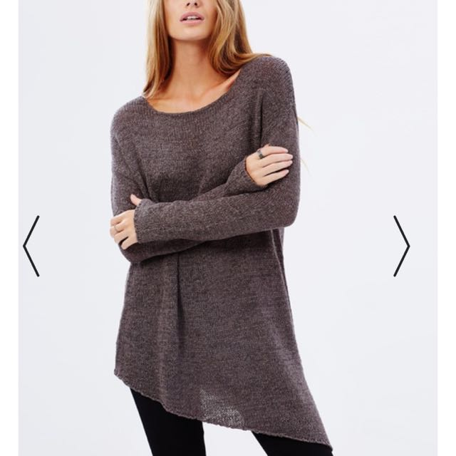 ICONIC Oversized jumper Size S would fit a 10