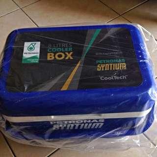 Petronas 8 litre Cooler Box