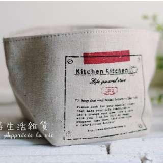 日系雜貨 紅標草寫字母 方形棉麻小袋 / 收納盒