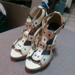 白色高跟涼鞋