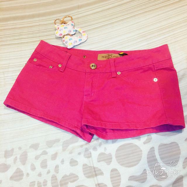 桃紅色牛仔短褲
