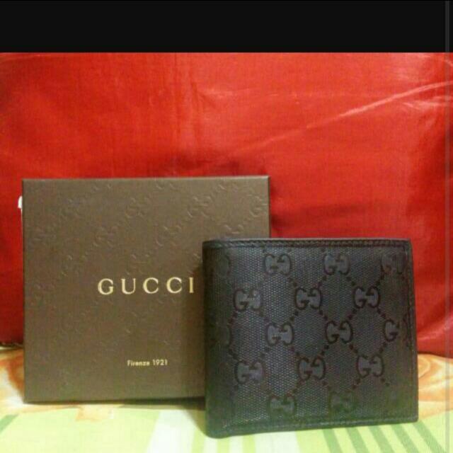 8c5a45c6e9ce Classic Design Gucci Men Wallet 100% Authentic Original, Luxury on Carousell